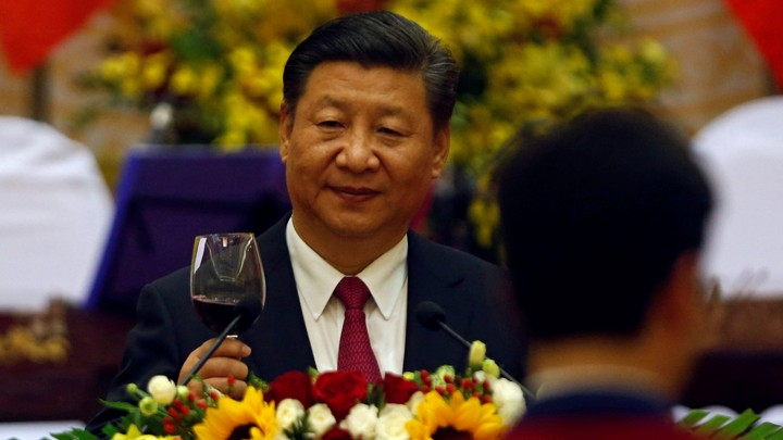 Chinese President Xi Jinping raises a glass of red wine