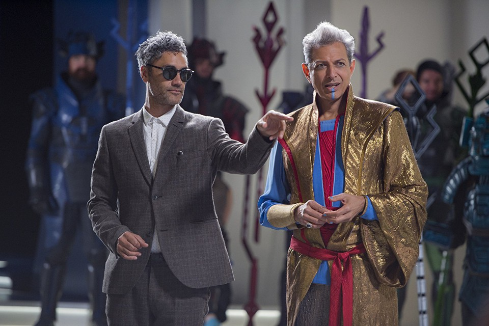 The director Taika Waititi on the set of 'Thor: Ragnarok' with Jeff Goldblum