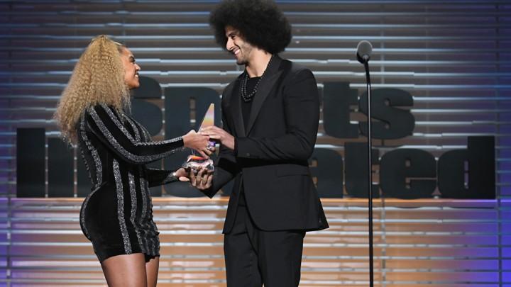 Beyoncé presents Colin Kaepernick the Sports Illustrated Muhammad Ali Legacy Award