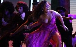 "Rihanna performs the Gwara Gwara dance for ""Wild Thoughts"" at the Grammys"
