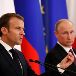 Russian President Vladimir Putin and French President Emmanuel Macron