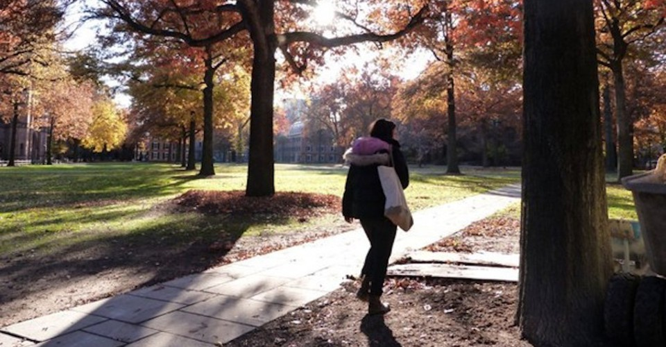 Što učiniti kad se tvoja simpatija druži s nekim drugim