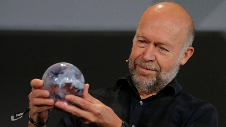The problem with the new york times big climate story the atlantic james hansen the nasa scientist who first warned congress of the risks of climate change admires an award at mitian snyder reuters the new york reheart Images