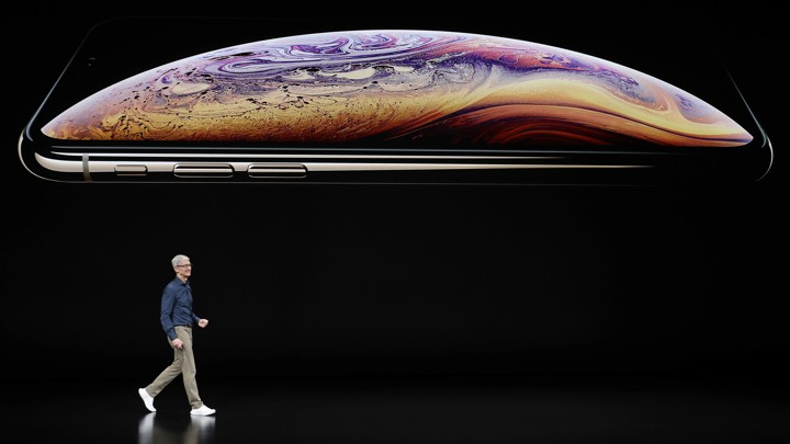 apple s new iphones are big so you won t put them down the atlantic