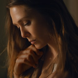 Elizabeth Olsen plays Leigh, a widow, in Facebook Watch's 'Sorry for Your Loss.'