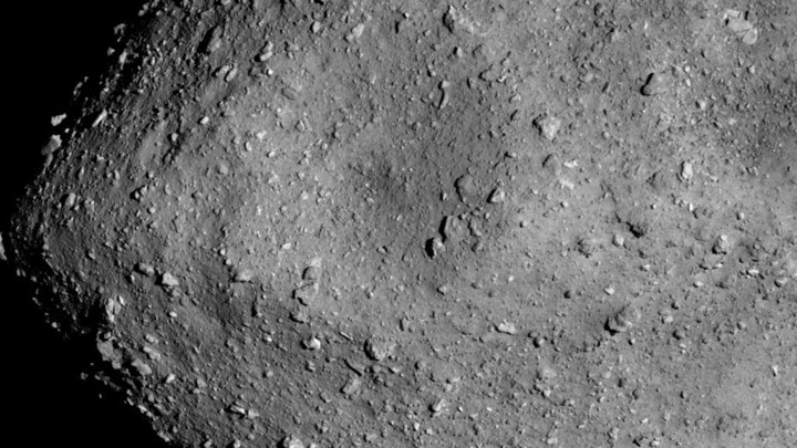 The rocky surface of the asteroid Ryugu