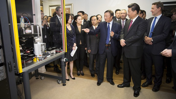 Chinese president Xi Jinping examines Huawei technology during a presentation in London in 2015.