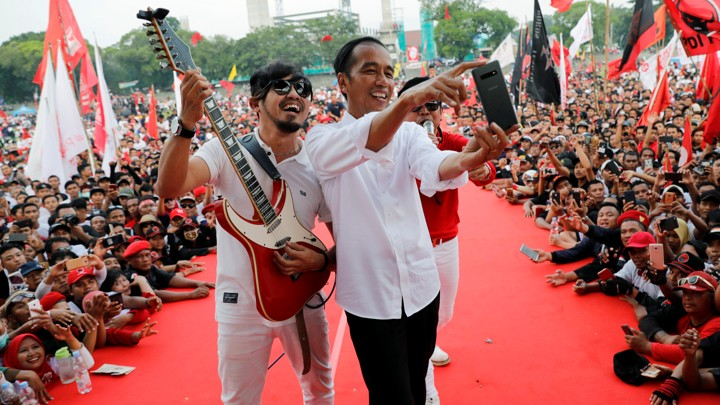 Indonesia's incumbent president, Joko Widodo, poses for a selfie ahead of elections this week.