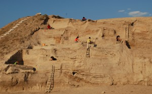 Archaeologists work to excavate Asikli Hoyuk.