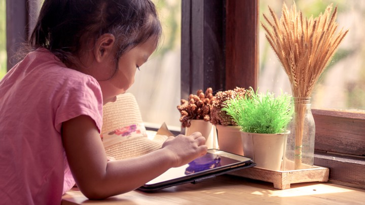 Study Links Restricting Screen Time For >> How Should Parents Interpret Screen Time Recommendations The Atlantic