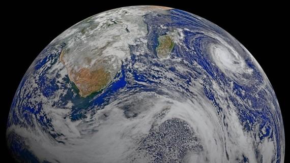 theatlantic.com - The Coming Swarm of SpaceX Satellites
