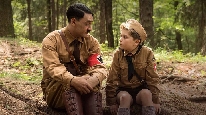 Adolf (Taika Waititi) tries to cheer up Jojo (Roman Griffin Davis) after being ridiculed by all the other boys at a Hitler Youth retreat.