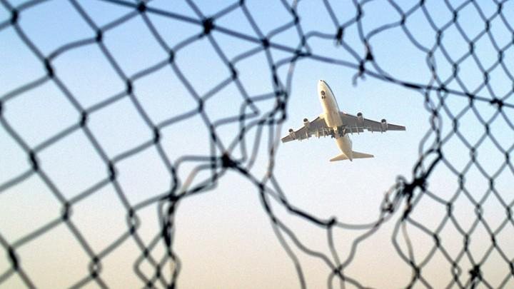 Boeing 737 landing