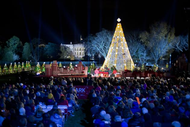 ... First lady Michelle Obama with Miss Piggy, left, read 'Twas the Night  Before Christmas for children on stage during the ceremony. - Obama Lights The National Christmas Tree - The Atlantic
