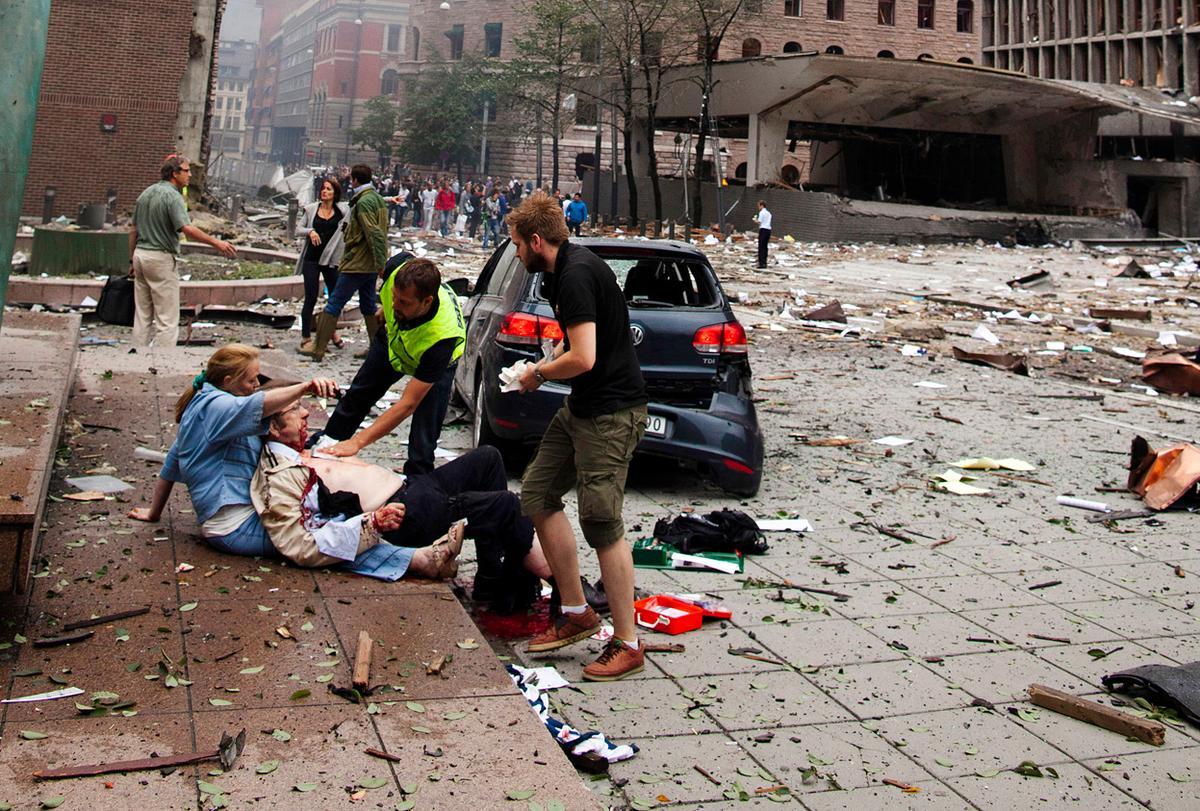 Seorang laki-laki terluka terkena serpihan bom di kantor pemkot Oslo