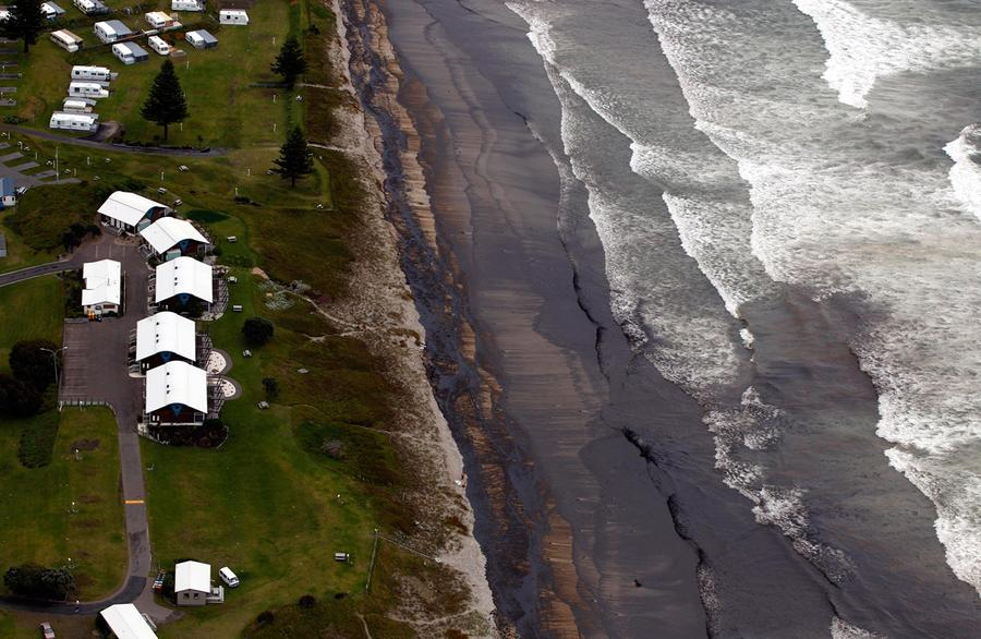 Oil Spill Disaster on New Zealand Shoreline - The Atlantic