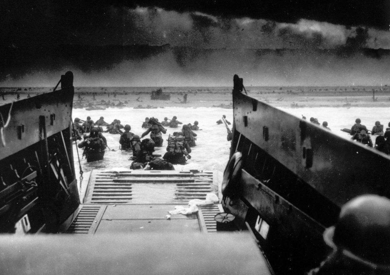 Invasion Scenes Europe: Us Troops (1940-1949)