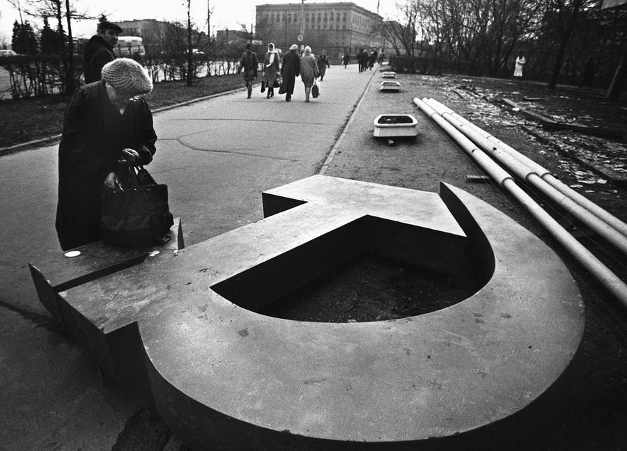 an analysis into the fall of communism in the soviet union The end of the soviet union and of the so-called communist block triggered   scientific evidence and analysis produced on cee countries since the fall of the.