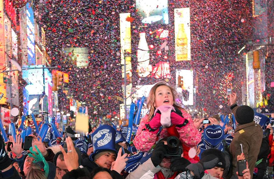نتيجة بحث الصور عن new year people  in world