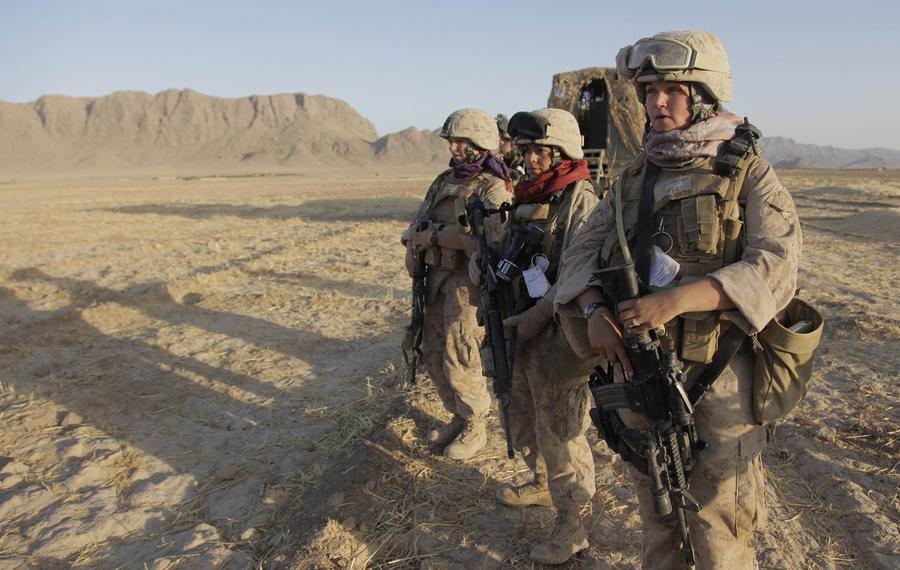 Horny Pussy Nude Girl Marine Iraq