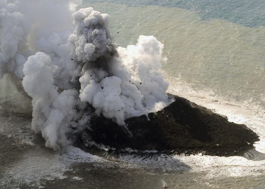 6 Volcanoes Erupting Today in 6 Countries