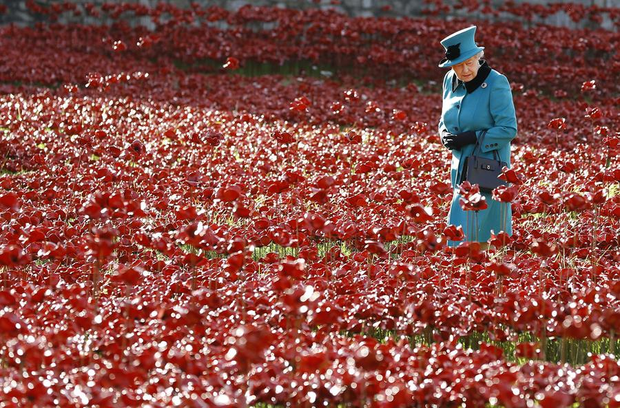 Blood Swept Lands And Seas Of Red The Atlantic - Tower of london river of poppies