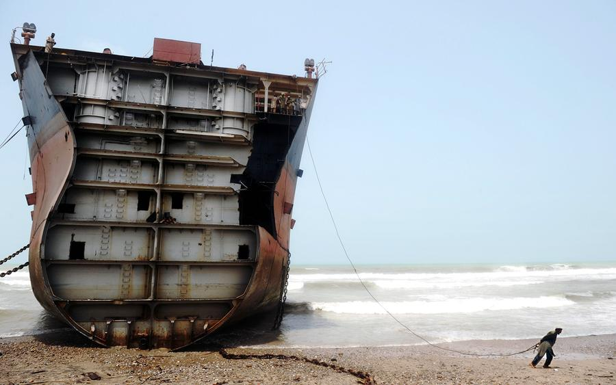 Dirty and dangerous shipbreaking in Chittagong, Bangladesh