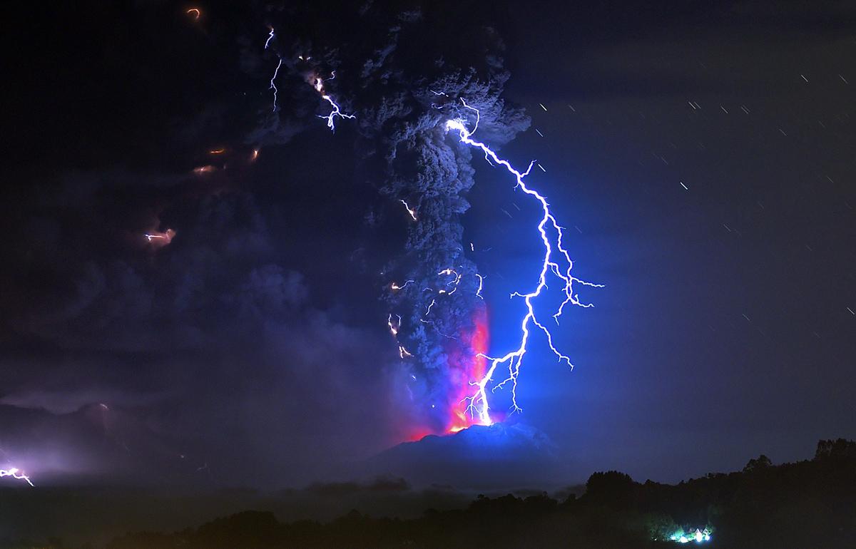 volcano lightning pyrotechnics ash - photo #9