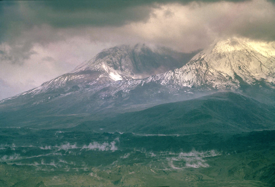 the volcanism of mount st helens Mount st helens is a volcano in the us state of washingtonit is 96 miles (154 km) south of seattle and 53 miles (85 km) northeast of portland, oregonthe volcano is in cascade range of mountains.