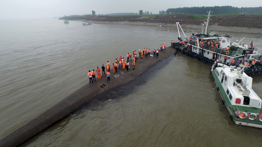 Scenes From Chinas Yangtze River Disaster The Atlantic - Chinese cruise ship