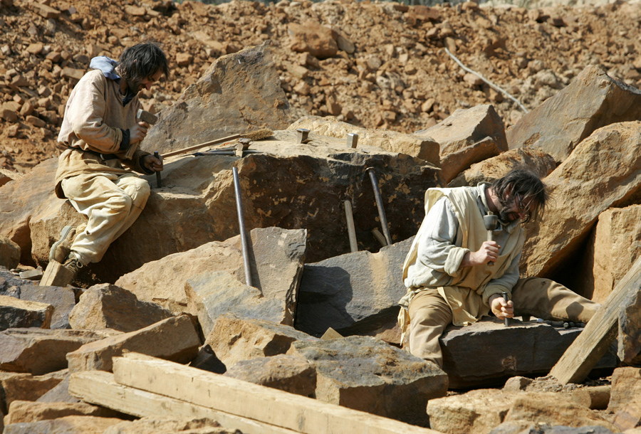 Building a 13th-Century Castle in the 21st Century - The