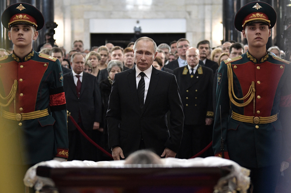 The shooting of the Russian Ambassador to Turkey, Christmas around the world, robotic dinosaurs in Japan, a fireworks disaster in Mexico, big waves in Ireland, and much more.