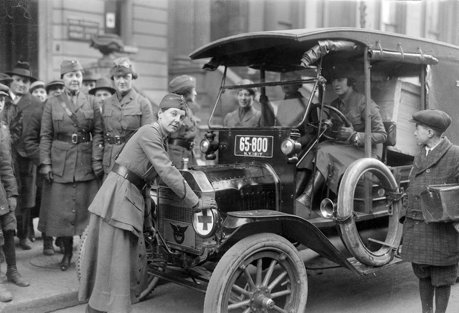 Women At Work in 1917 - The Atlantic