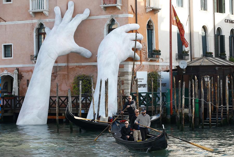 Scenes from the 2017 venice biennale the atlantic for Artisti biennale venezia