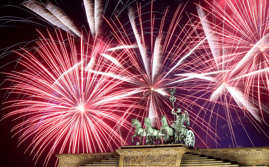 Photos of the new year ringing in 2018 around the world the atlantic fireworks explode over the brandenburg gate during new years festivities on january 1 2018 in berlin germany tens of thousands of revelers gathered in gumiabroncs Choice Image