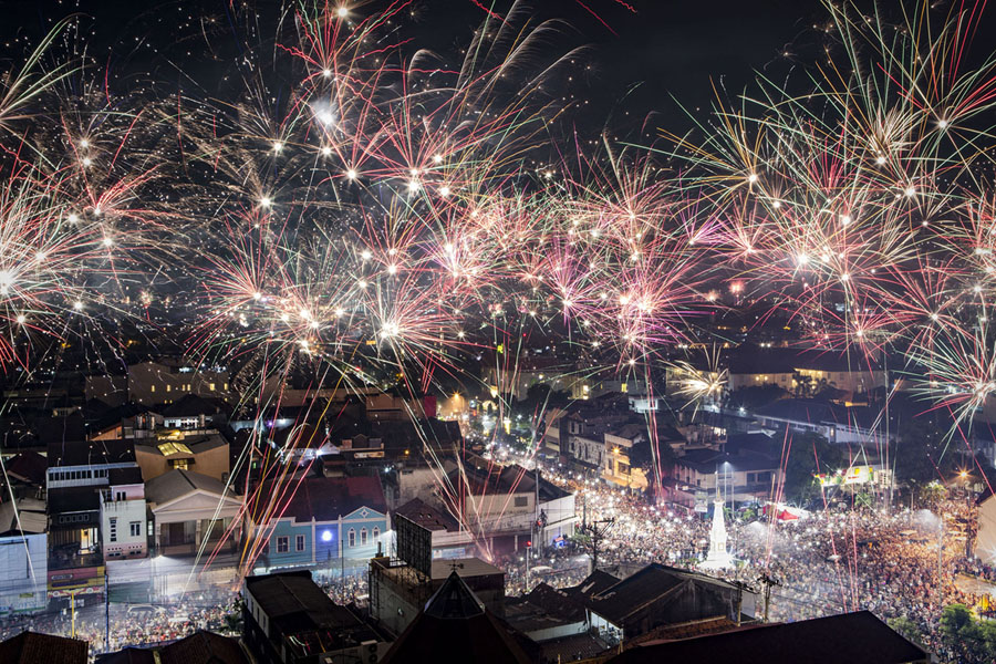 Photos of the new year ringing in 2018 around the world the atlantic fireworks illuminate the citys skyline during new years eve celebrations of 2018 on on january 1 2018 in yogyakarta indonesia gumiabroncs Choice Image