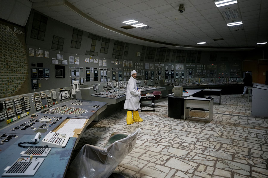 An employee walks in the control center of the stopped third reactor of the Chernobyl nuclear power plant in Chernobyl, Ukraine, on April 20, 2018. # Gleb Garanich / Reuters