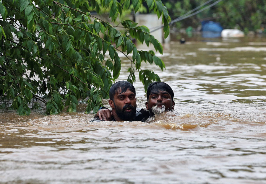A Man Rescues A Drowning Man From A Flooded Area On The Outskirts Of Kochi India On August 16 2018