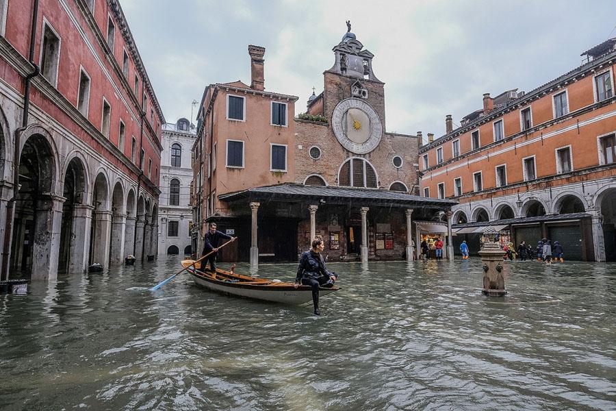 Photos: Flooding in Venice, Italy, Reaches Near-Record