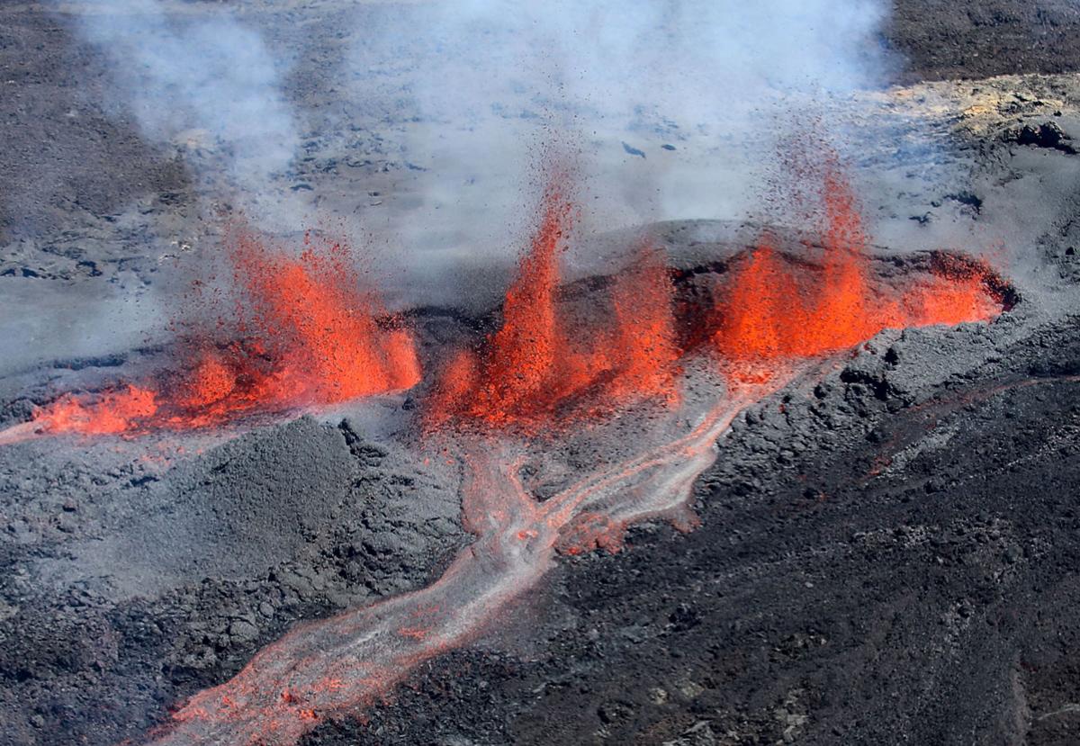 lava dalam kawah