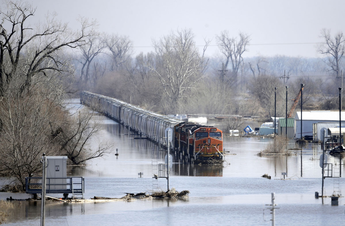Historic Flooding Across the Midwest (24 photos)