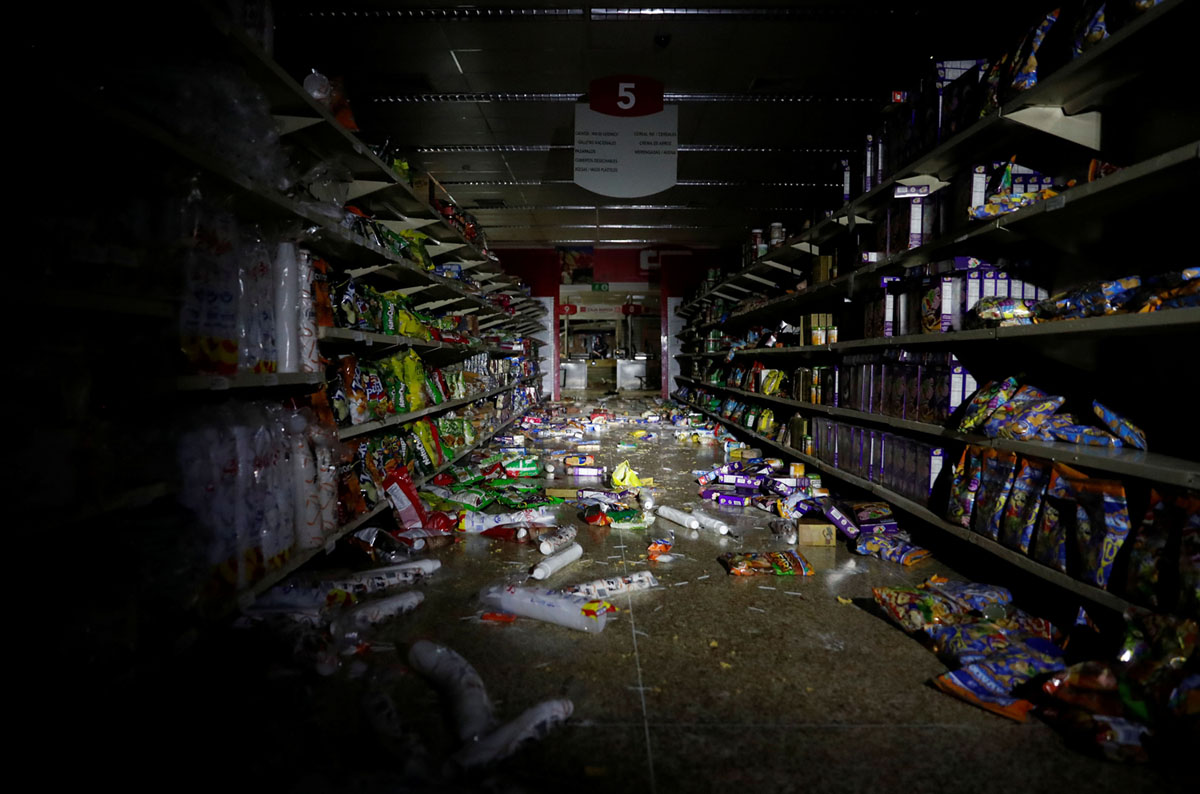 Ongoing Blackouts Hit Already Struggling Venezuelans (28 photos)
