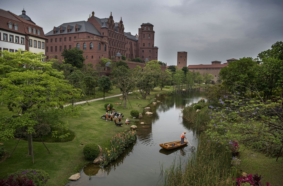 Photos of Huawei's European-Themed Campus in China (15 photos)