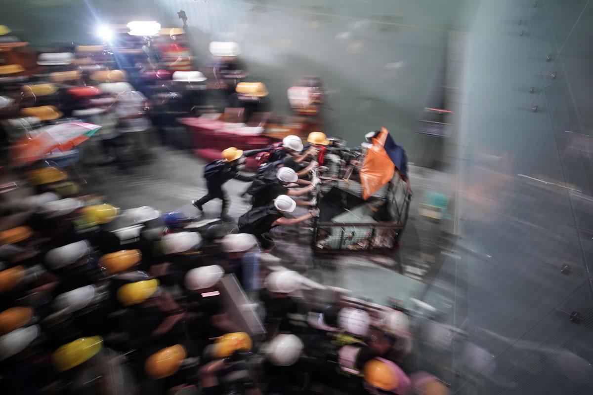 Photos: Hong Kong Protesters Break Into Legislative Council Building (30 photos)