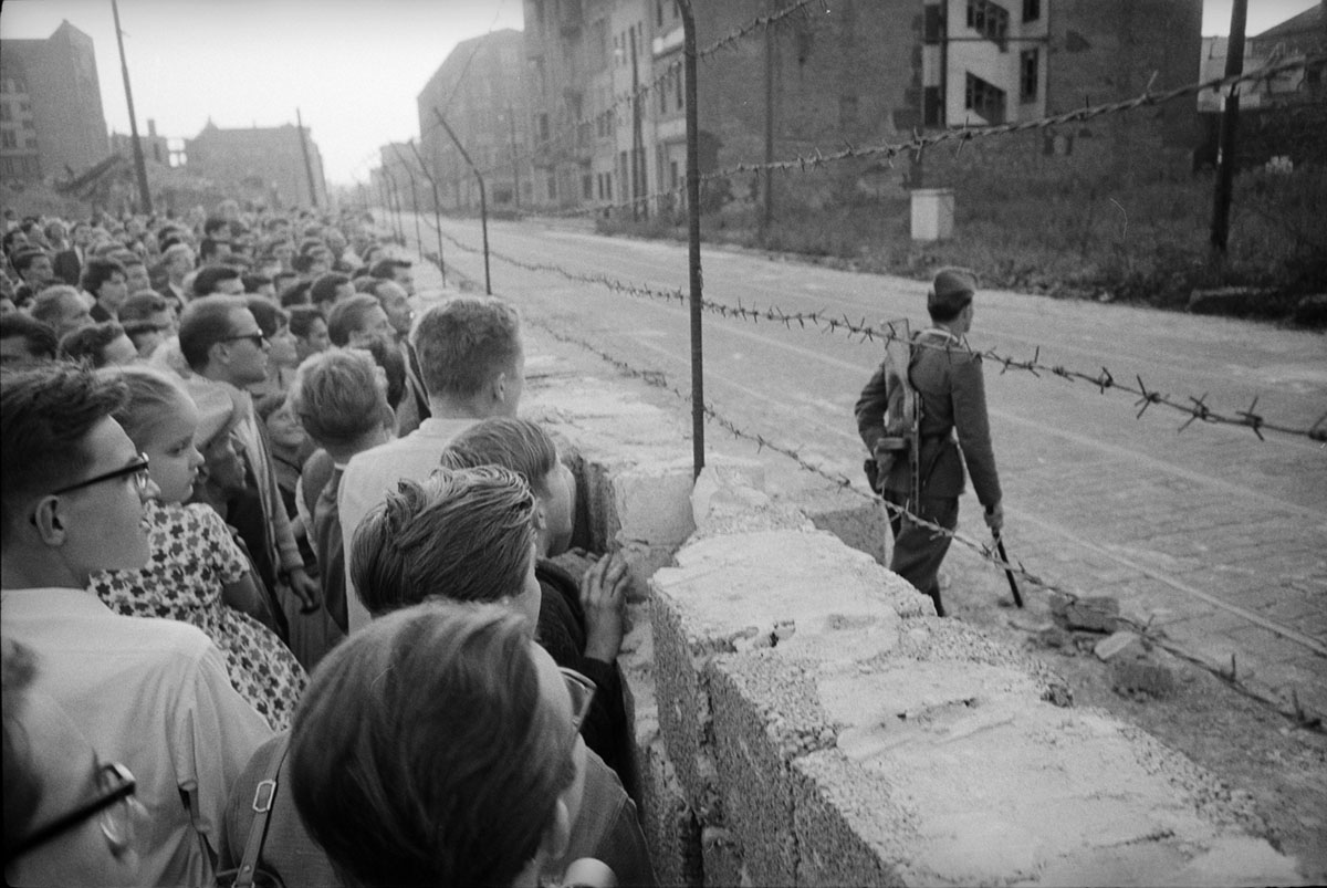 Before the Fall of the Berlin Wall (28 photos)