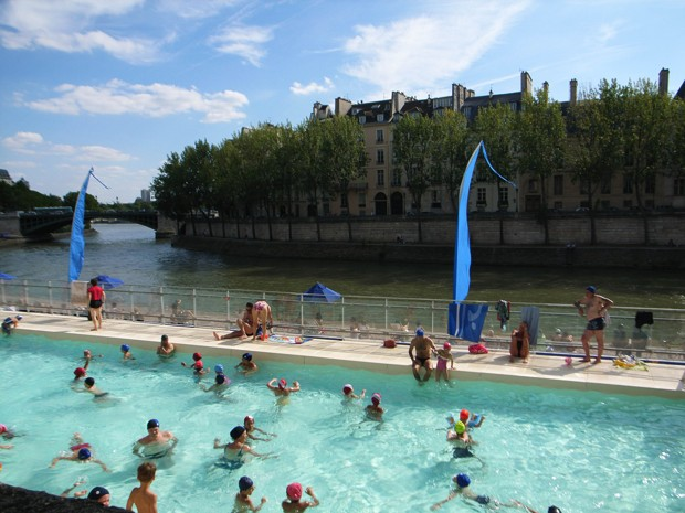 Paris 39 s river seine could be open for swimming in time for for Swimming pool paris