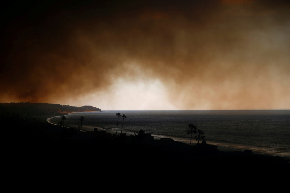Smoke from the nearby Woolsey Fire chokes Malibu Beach.