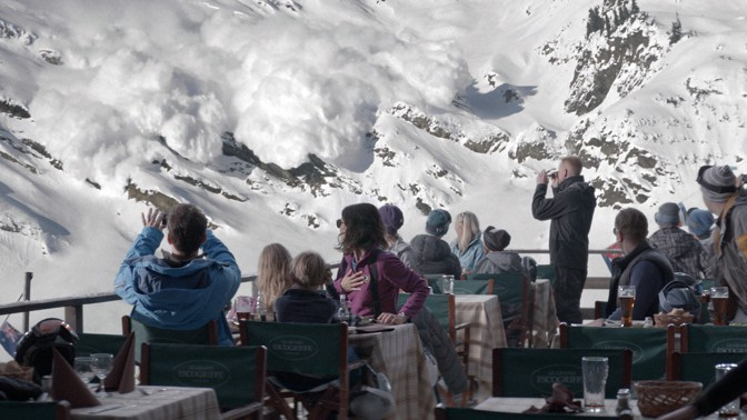 avalanche moves towards diners in