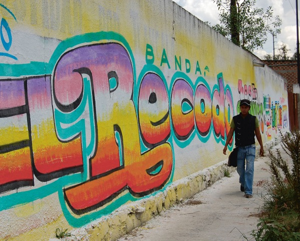 The Writing On Mexican Walls Isnt Graffiti Its Vernacular Branding