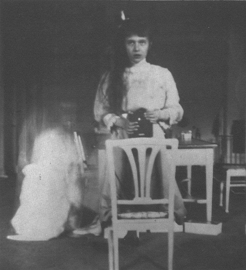 A black and white photo of The Artist and his wife - Duchess Anastasia Nikolaevna (1914)